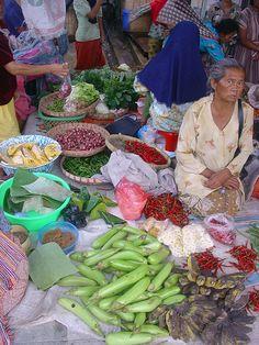 Java Market - Yogyakarta, Java: '88 huwelijksreis naar Indonesië met een start in Singapore, daarna Sumatra, Java, Lombok, Bali en Sulawesi. Wat een ervaring!