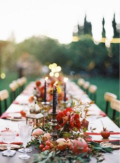 Both stylish and rustic, using fall-inspired fruits is a great way to decorate an autumn wedding.