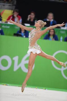 Rhythmic star Yana Kudryavtseva announces Gymnastics retirement.