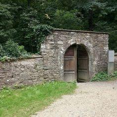 Eingang zu Friedhof von Burg Hohentwiel http://maps.google.com/maps?q=47.76431%2C8.8182