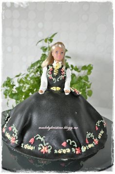 Konfirmasjon, og broderi med glasur Food Decoration, Cake Ideas, Norway, Party Themes, Cake Decorating, Celebration, Food And Drink, Cupcakes, Doll