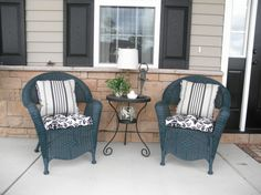 Front porch patio furniture Porch Furniture, Outdoor Furniture Sets, House Front Porch, Porch Decorating, Decorating Ideas, Outside Patio, Outdoor Chairs, Outdoor Decor, Porch Ideas