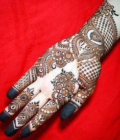 Mehndi design is invigorating body art which is equipped by the ladies for the special. Mehndi Desgin, Mehndi Design Pictures, Best Mehndi Designs, Mehndi Images, Simple Mehndi Designs, Tattoo Designs, Henna Mehndi, Mehendi, Beautiful Mehndi
