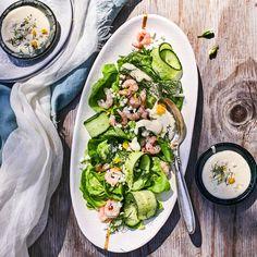 Kastike 2 munaa 1 rkl väkiviinaetikkaa 1 rkl makeaa sinappia 1 tl sokeria Fresh Rolls, Salad, Ethnic Recipes, Foods, Christmas, Food Food, Xmas, Food Items, Salads
