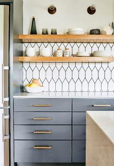 Home Decor Kitchen, Diy Kitchen, Kitchen Furniture, Kitchen Interior, Home Kitchens, Studio Kitchen, Awesome Kitchen, Rustic Kitchen, Kitchen Layout