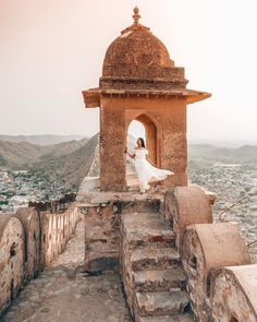 Want to have the best view of Jaipur at sunrise? Don't forget to climb the fort walls in front of Amber Fort. Not only is it free to enter but is off the beaten path as well. Jaipur Travel, India Travel, Travel Pictures, Travel Photos, Places To Travel, Places To Visit, Travel Pose, Udaipur, Incredible India