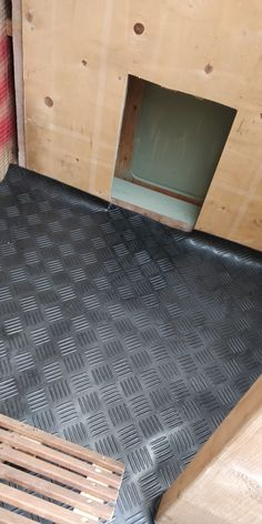 Thick rubber floor inserted. Easy to remove & clean. Chicken Runs, Rubber Flooring, Cleaning, Easy, Home Decor, Chicken Coops, Decoration Home, Room Decor, Home Cleaning
