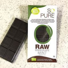 SO PURE RAW CHOCOLATE MINT 原産国オランダ ・ カカオ80%のオーガニックチョコレート 口の中でゆっくり溶かすとカカオ80%ゆえの苦み、渋み、ほのかな酸味の味。 ミントの味はチョコの濃さに紛れてわからない、後味にほんのちょっぴりミントあるかな??? という感じ。 ・ タブレットは50g ナチュラルローソンで購入 ・ #チョコミント #ミント #chocomint #チョコミン党 #mint #SOPURE #SOPURERAWCHOCOLATEMINT #RAWCHOCOLATE #RAWCHOCOLATEMINT #ソーピュア #ソーピュアローチョコレート #ソーピュアローチョコレートミント #有機ローチョコレートミント