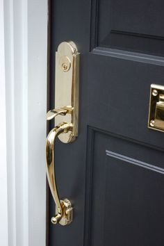 Need a sleek and sexy black to paint your front door? Use #BenjaminMoore #Onyx paint to get the job done!  #paintzen