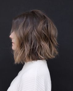 10 Easy Wavy Bob Hairstyles with Balayage - 2019 Female Short Haircuts Medium Hair Cuts, Medium Hair Styles, Curly Hair Styles, Blunt Haircut Medium, Wavy Lob Haircut, Medium Wavy Bob, Easy Hair Cuts, Medium Bob Hairstyles, Thin Hairstyles