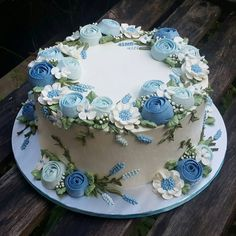 - Cakes and Cupcakes - Kuchen Fancy Cakes, Cute Cakes, Pretty Cakes, Cake Icing, Buttercream Cake, Cupcake Cakes, Buttercream Flowers, Frosting, Cake Decorating Piping