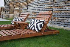 Tumbonas hechas con tablas de palets reciclados www.paletsymuebles.com