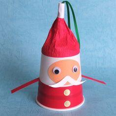 紙コップでサンタを作りました。クリスマスの子供の工作にもぴったりです。