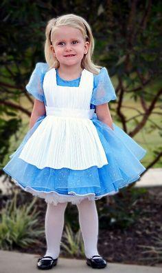 Alice in Wonderland costume · Alicia en el país de la maravillas disfraz