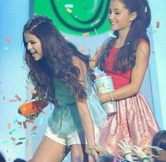 Selena Gomez and Ariana Grande Edit Selena Gomez Latest, Ariana Grande Selena Gomez, Selena Gomez Photos, Ariana Grande Pictures, Alex Russo, Selena And Taylor, Dangerous Woman Tour, Marie Gomez, Hollywood Celebrities