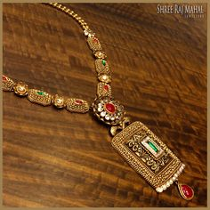 Unconventional gold design with antique work, ravishing rubies and emeralds perfectly reflect your surreal beauty. Mens Gold Jewelry, Gold Jewellery Design, Bridal Jewelry, Silver Jewelry, Silver Ring, Gold Necklace Simple, Diamond Necklace Set, Antique Necklace, Antique Jewelry
