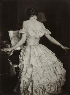 Costume Study, Vienna, 1925. Photograph by Franz Xaver Setzer (Austrian, 1886-1939).
