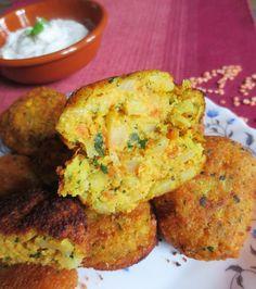 Il s'agit de galettes frites, à base de lentille corail, appelées « cutlets ». , parfumées à la coriandre, curry et cumin servies avec une sauce à base de yaourt.