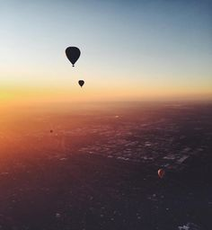 Spotted: a seriously romantic #hotairballoon moment in #Melbourne. We love @worldwanderlusts photos. See more over on her feed! #regram by hartmannluggage instagramers I like