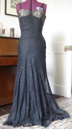 VINTAGE 1950s LACE FULL-LENGTH WIGGLE DRESS ~ SPAGHETTI STRAPS TRAIN ~ W14 1/2