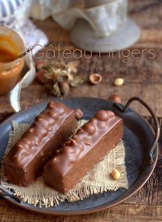 Easy chocolate, peanut and hazelnut finger cake Easy Baking Recipes, Cookie Recipes, Dessert Recipes, Fondue Recipe Melting Pot, Gourmet Breakfast, Fondue Recipes, Fondue Ideas, Homemade Muesli, Unique Recipes
