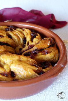 Intrusa na Cozinha: Coroa de Abóbora e Arando {Pumpkin-Cranberry Swirl Bread}