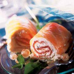 Rouleaux de saumon au mascarpone - Cuisine et Vins de France. Plus de recettes à base de saumon sur www.enviedebienmanger.fr/idees-recettes/recettes-saumon