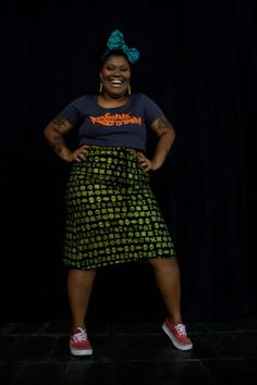 A modelo Josimara Vieira usa cropped com estampa Sarará Revolution e saia com estampa Adinkras. Valor R$68 reais.