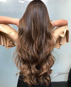 10 Biggest Spring/Summer 2020 Hair Color Trends You'll See Everywhere Ombre Curly Hair, Colored Curly Hair, Ombre Hair Color, Wavy Hair, Curly Hair Styles, Natural Hair Styles, Beautiful Long Hair, Gorgeous Hair, Balliage Hair
