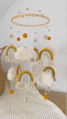 Diy Yarn Decor, Diy Crafts For Home Decor, Baby Crafts, Baby Deco, Macrame Wall Hanging Diy, Baby Room Design, Macrame Design, Baby Nursery Decor, Macrame Patterns