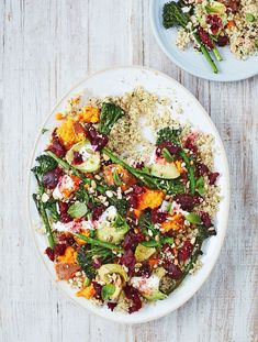 Quinoa with sweet potato, avocado, beetroot and broccoli salad. Quinoa avec salade de patates douces, avocats, betteraves et brocolis. Vegetarian Quinoa Recipes, Healthy Recipes, Superfood Salad, Sweet Potato Recipes, Food Inspiration, Salad Recipes, Drink Recipes, Feta, Healthy Eating