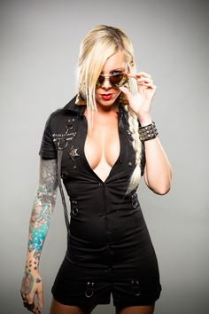 Maria Brink of In This Moment .best female metal voice ever. Maria Brink, Rocker Girl, Rocker Chick, Musica Metal, Divas, Rose Croix, Heavy Metal Girl, Ladies Of Metal, Women Of Rock