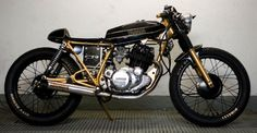 Yamaha SR 250 cafe racer in metamorfosis masiva competition