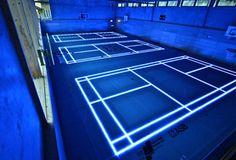 Une salle de sport futuriste façon TRON grâce aux LEDS