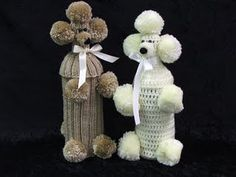 had one of these till it fell apart.my great grandma made them a lot. Christmas Crafs, Crochet Baby, Free Crochet, Wine Bottle Covers, Party Bags, Knit Patterns, Poodle, Crochet Projects, Diy And Crafts