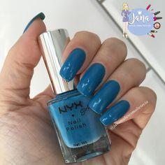 Olá lindonas, tudo bem???     Hoje escolhi o esmalte azul lindo Hot Blue  da marca importada NYX Girl . E depois de alguns dias com ele r...