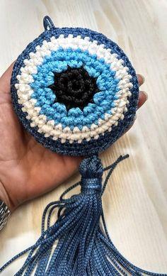 Crochet Eyes, Crochet Motif, Knit Crochet, Crochet Patterns, Crochet Coin Purse, Crochet Earrings, Bohemian Crafts, Crochet Wall Hangings, Handmade Leather Wallet