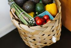 Since becoming vegan, I have found grocery shopping on a budget to be much easier. Whether you are a vegan, vegetarian or meat eater, I think setting a budget for groceries is so important. My husb… Healthy Eating Tips, Healthy Recipes, Eating Habits, Vegetarian Recipes, Vegetarian Diets, Rice Recipes, Healthy Foods, Keto Recipes, Dinner Recipes