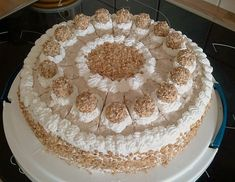 Sahnige Giotto Torte Creamy Giotto cake, a tasty recipe from the category pies. Italian Cookie Recipes, Italian Cookies, Italian Desserts, German Cake, Naked Cakes, Torte Recipe, Italian Pastries, Cake & Co, Torte Cake