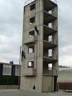 Escalando un edificio por el Grupo de Acción Rápida de la Guardia Civil http://replicas-airsoft.com