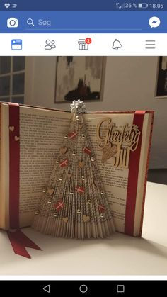 Old Book Crafts, Book Page Crafts, Holiday Crafts, Paper Crafts, Book Christmas Tree, Christmas Deco, Christmas Projects, Music Crafts, Book Folding Patterns