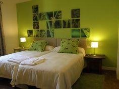aqui os dejo la habitacion verde del hotel Abadia de San Martin. camas , colchones, cabeceros, mesillas , lampara , colchas , cojines y cortinas, son de yusgar decoracion. este hotel lo decoro el decorador josetxo lamy.