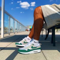 [WDYWT] Air Max 1 Evergreens. Nothing hype but an instant classic for me. #sneakers #sneakersfashion #sneakersoutfit #sneakershead