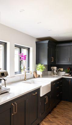 Kitchen Room Design, Kitchen Family Rooms, Home Decor Kitchen, Kitchen Interior, Kitchen Ideas, Open Plan Kitchen Dining Living, Open Plan Kitchen Diner, Dark Kitchens, Home Kitchens
