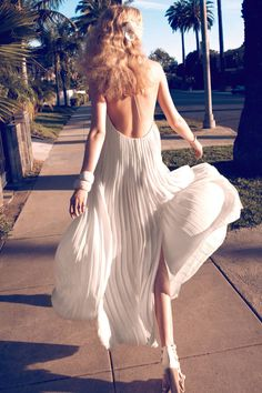 Tagged with Toni Garrn. More than 35 StyleSaints retore this image. Photographer camilla akrans, harper's bazaar, styled by brana wolf, model toni garrn, white pleated low back maxi dress​. Toni Garrn, Decoration Disco, Estilo Hippy, Mode Chic, Mode Editorials, Fashion Editorials, Fashion Articles, Mode Inspiration, Camilla
