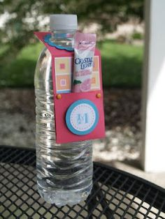 Blue Eyed Blessings: water bottle tag drink holder thingamajig- Includes tutorial to complete this project Camping Parties, Camping Gifts, Camping Ideas, Teacher Appreciation Gifts, Teacher Gifts, Volunteer Appreciation, Water Bottle Gift, Water Bottles, Water Bottle Labels