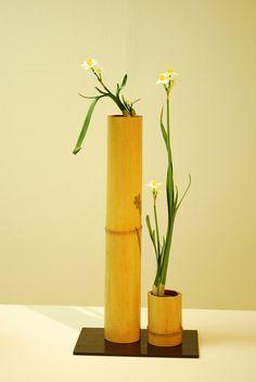 Ikebana by Mai Wakisaka Photography Bamboo Planter, Bamboo Art, Bamboo Crafts, Ikebana Flower Arrangement, Ikebana Arrangements, Floral Arrangements, Backyard Garden Landscape, Garden Landscaping, Garden Pallet