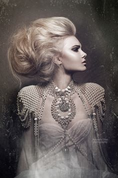 Photographer Amanda Diaz. Amazing hair + makeup. Check out my guide to winter beauty > click thru