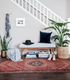 Home decorating ideas bohemian boho entryway inspo. home decorating ideas bohemian Interior Design Career, Home Interior, Scandinavian Interior, Modern Interior, Living Room Bench, Living Room Decor, Bedroom Decor, Foyer Decorating, Interior Decorating
