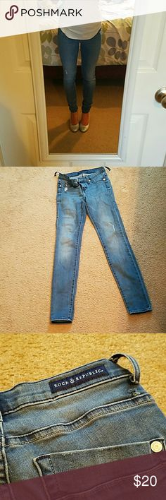 Rock and Republic skinny jeans These are size 4 rock and Republic skinny jeans. They have a purposely distressed spot but they're in good condition. The two back belt loops are half off, but it should be easy to fix or simply take off. They are 29 1/2 inseam. I would be happy to take more pics or bundle! Thanks for looking!! Rock & Republic Jeans Skinny